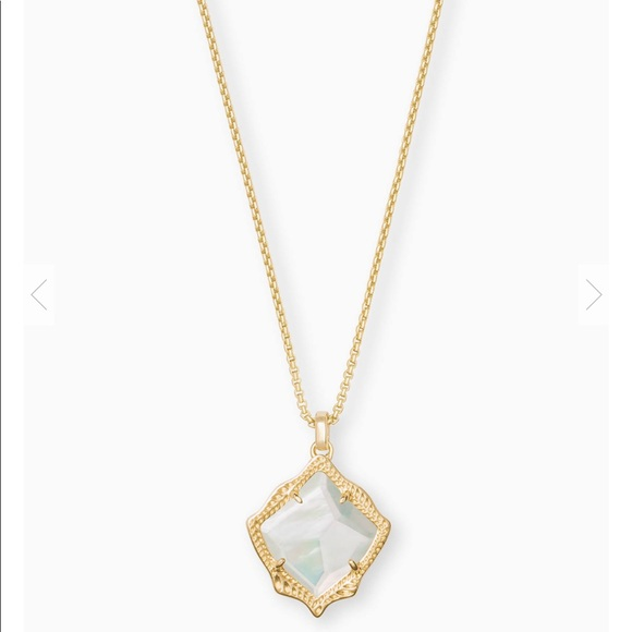 Kendra Scott Jewelry - Kinda Scott pearl necklace.